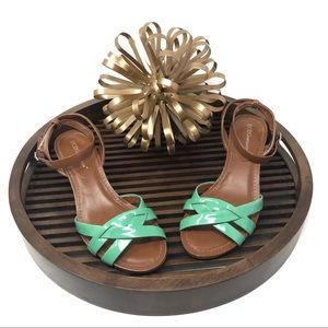 BCBG Green/Tan Patent Leather Shoe w/Mirrored Heel